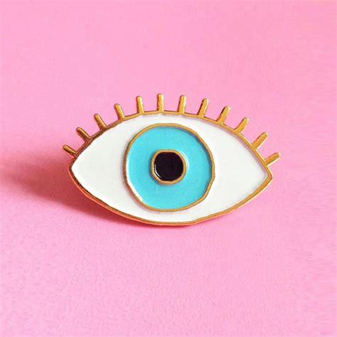pin designer pin s oeil bleu