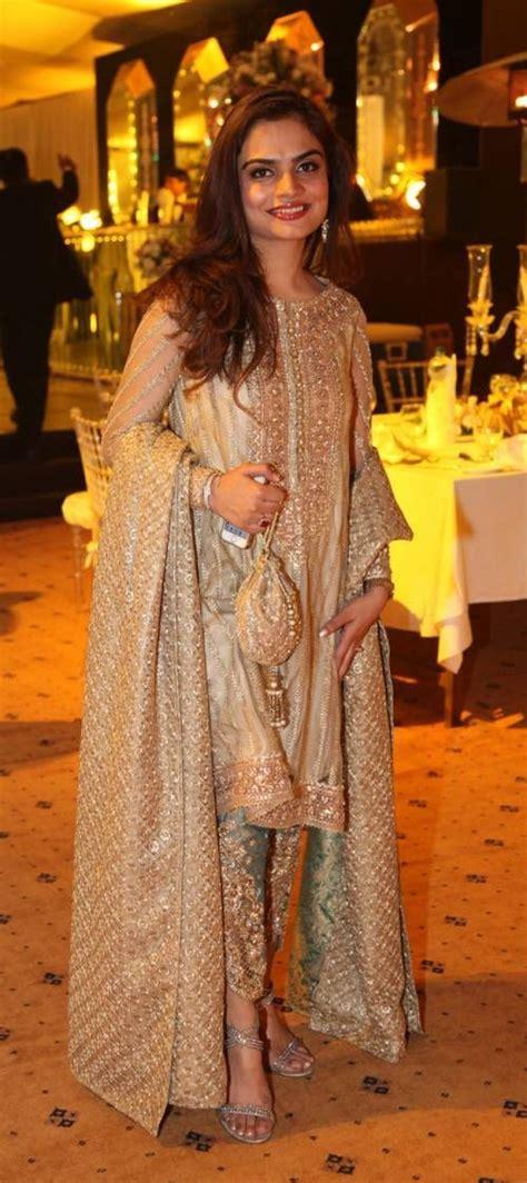 stylish ladies fancy dresses   pakistan mehendi