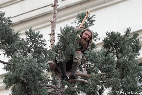 How #ManInTree climbed to the top of Twitter ? GeekWire