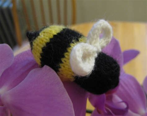 how to use a knitting bee bzzzzzzz a knit bumble bee knitting bee