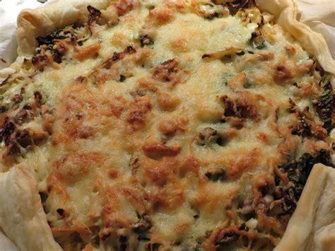 kuchen mit blätterteig zwiebel wirsing kuchen mit bl 228 tterteig rezept mit bild