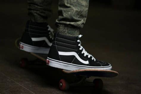 Sepatu Vans Sk8 Hi Persimoon Vans Skool Vans Oldschool Vans 10 classic sneakers that should be in any collection