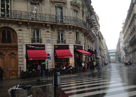 The Awning Place Paris En Gris Une Femme D Un Certain 226 Ge