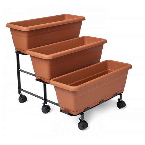 contenitori per orto in terrazzo orto a scaletta con vasi orto sul terrazzo