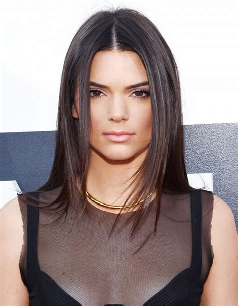 off centre middle part center parted hairstyles by kendall jenner 2017 haircuts