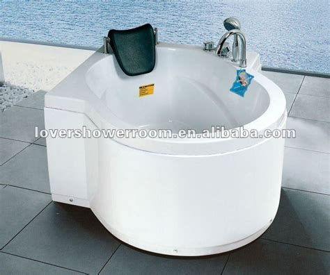 very small bathtubs 1000 ideas about small bathtub on pinterest whirlpool