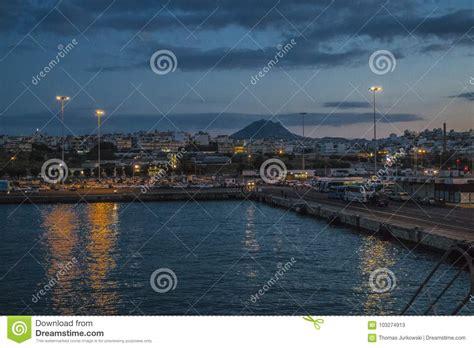 houseboat greece iraklion port redaktionell arkivfoto bild av houseboat