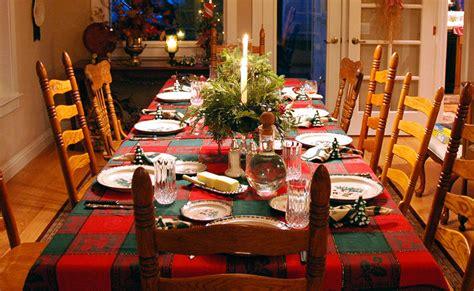 tavola imbandita per natale natale feste in casa per l 87 degli italiani