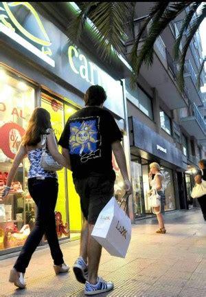 orari di commercio bari primo maggio commercianti divisi apertura festiva ma