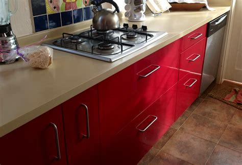imagenes de cocinas rojas video decorando la cocina con el color rojo