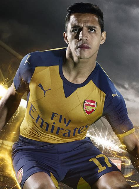 alexis sanchez kit alexis sanchez olivier giroud model arsenal s new away kit