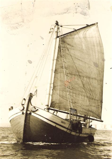 old boat description file traditional sailboat old photo jpg wikimedia commons
