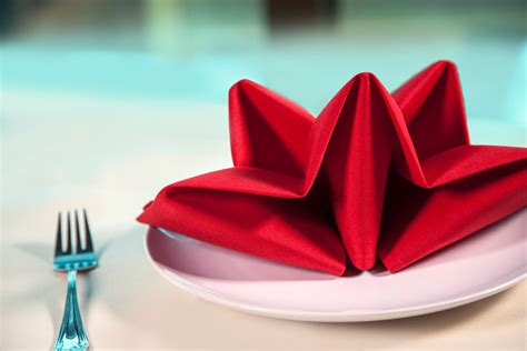 Cloth Napkin Origami - 18 restaurant decor trends decant industrial