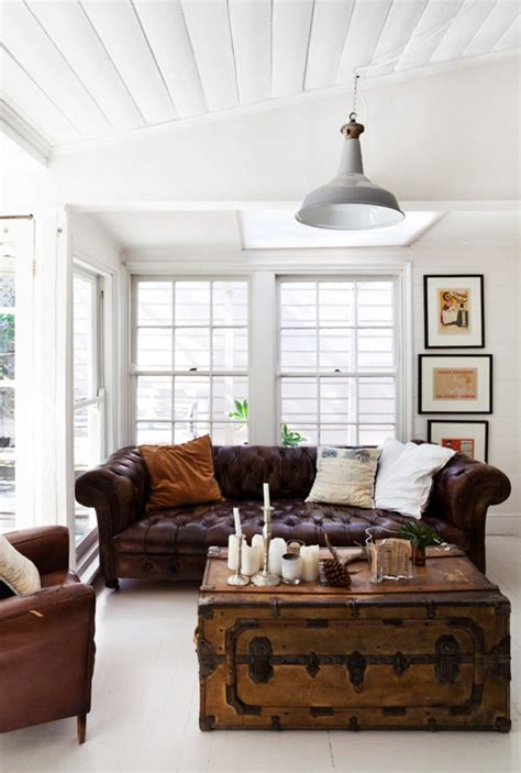 un salon colonial avec canap 233 chesterfield et une
