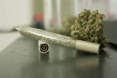 How To Make A Blunt Out Of Paper - filtered rolls stoner guide