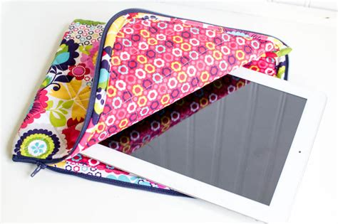 sewing pattern ipad case the pretty quilted ipad case free pattern sewcanshe