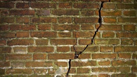 Mur mitoyen: le conseil du notaire pour éviter les conflits