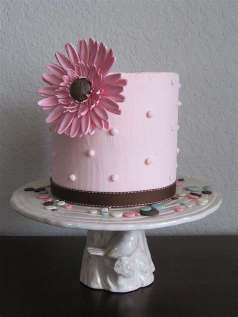 cake     inches tall covered  buttercream  decorated   single