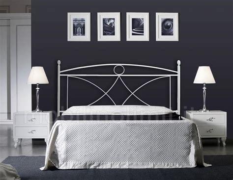 con letto in ferro battuto letto matrimoniale in ferro battuto con testiera e