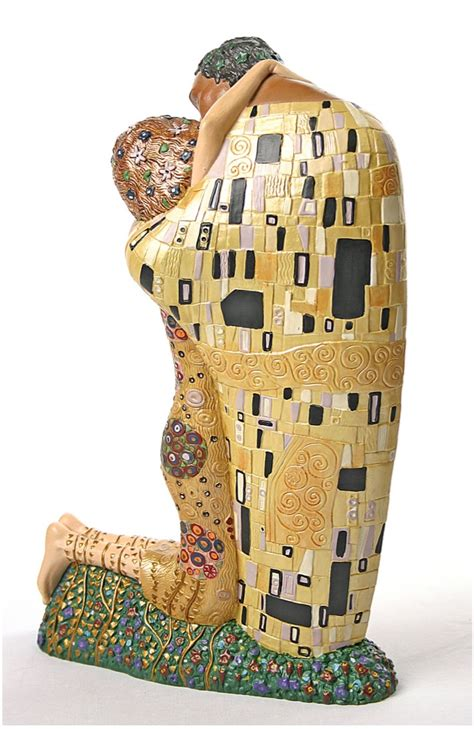klimt essential art 0752534874 the kiss man and woman hugging statue by gustav klimt grande
