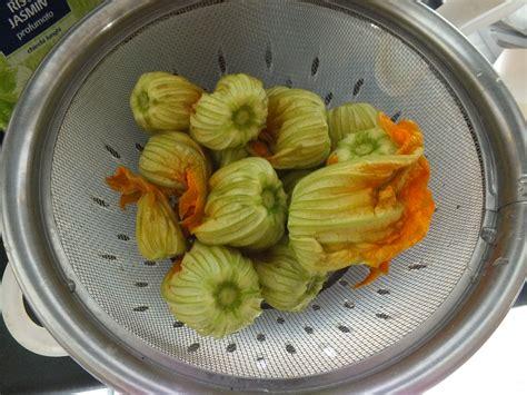 come fare la pastella per i fiori di zucca come fare la pastella per friggere i fiori di zucca vita