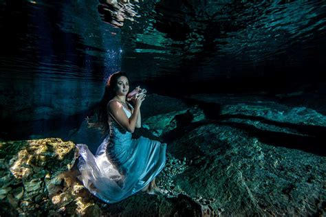 incredible underwater trash the dress photos bridalguide best trash the dress underwater joelyn and mark