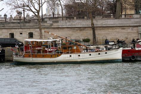 la seine boat trip paris france river seine boat tour paris france rococo travel