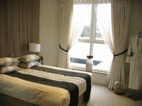 blickdichte vorhänge weiß schlafzimmer gardinen