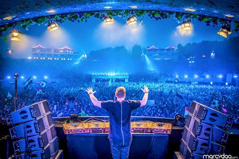 movies in motion dj hardwell vid hardwell live at tomorrowland 2015 in full hd video edmdroid