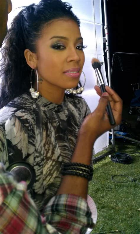 what is keisha cole doing spotted keyshia cole wearing poparazzi earrings glamaholic