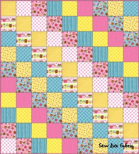 Simple Patchwork Quilt Pattern - sew fabric fq frenzy craving cupcakes