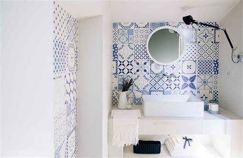 piastrelle decorate per bagno foto bagno con piastrelle decorate bianco e di