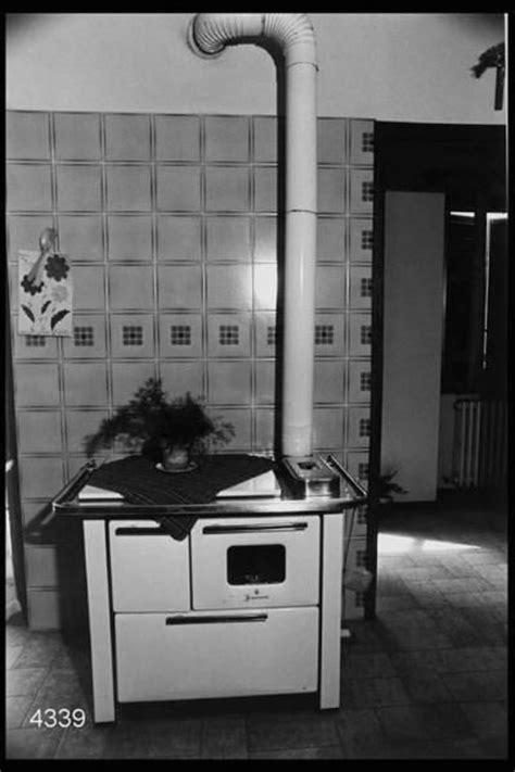 vecchie cucine interno di abitazione cucina economica vecchie cucine