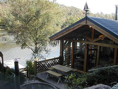 cool log cabins cool cabin entrance logcabinholidays