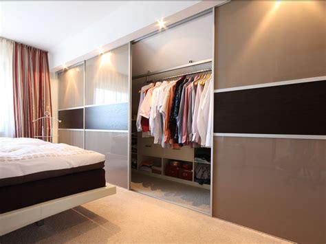 ideen dachschräge idee gold schlafzimmer
