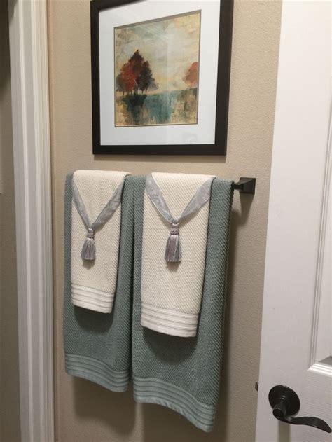 towel decorations for bathrooms 25 best ideas about bathroom towel display on pinterest
