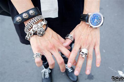 Id 008 Moschino Black Sweater chrome hearts silver bracelets tokyo fashion news