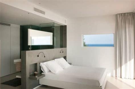 bad im schlafzimmer wohnideen schlafzimmer den platz hinterm bett verwerten
