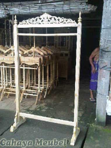 Jual Rak Gantungan Baju Kayu tempat gantungan baju kayu jati tempat hanger baju