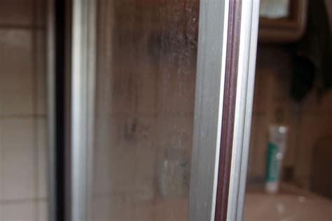 Kalk Glas Entfernen by Hartn 228 Ckige Kalkflecken An Duschwand Entfernen Frag Mutti
