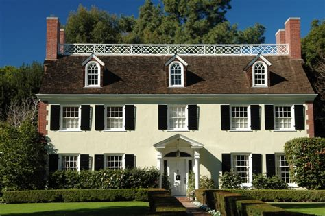 Colonial Style Homes | tips to retain the essence of a colonial style house