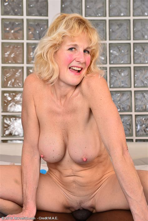 Mature Pictures Featuring 51 Year Old Molly Maracas From