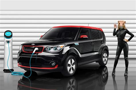 2015 kia soul ev ad still photo 8