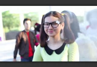 Sweater Abu Cowok Rock N Roll goresan tinta profile nabila haizmyth pemeran