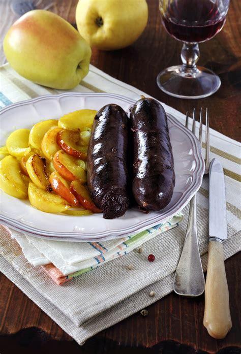 les grands classiques de la cuisine fran軋ise boudin noir aux pommes un grand classique sal 233 sucr 233 de la