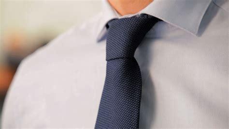 tutorial menggunakan dasi kantor 7 cara memasang dasi kantor yang benar untuk til keren