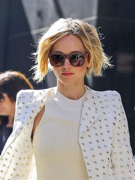 grow out hair from a bob jennifer lawrence growing out hair from pixie to bob