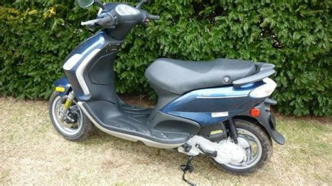 modern vespa 2009 piaggio fly 50 cc only 75 milages