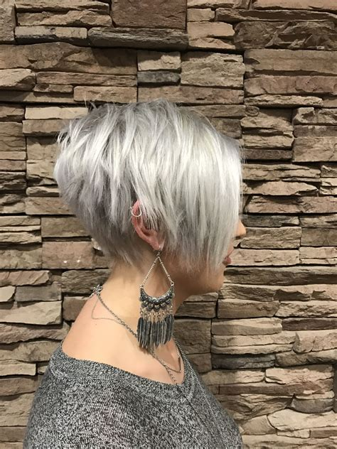 platinum pixi cut with brown highlights platinum pixie cut blue highlights pinterest
