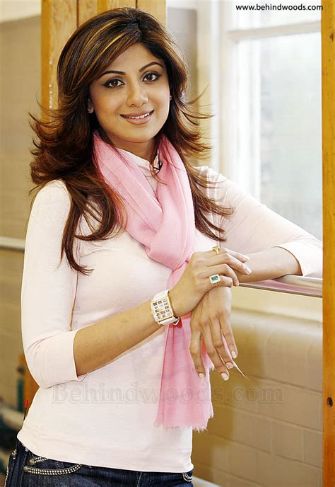 indian haircuts names for round face celebrities shilpa shetty